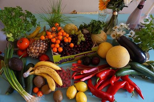 Frutta e verdura: ne mangi abbastanza? Ecco cosa sono le famose 5 porzioni al giorno